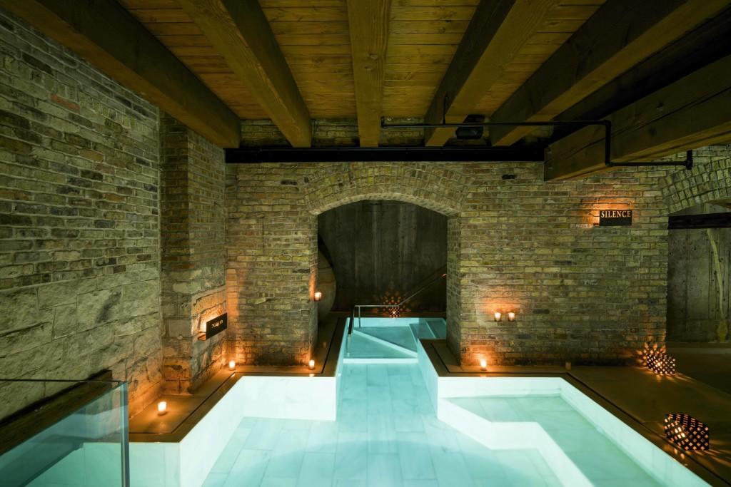 aireancienbathschicago-indoor_outdoor-bath